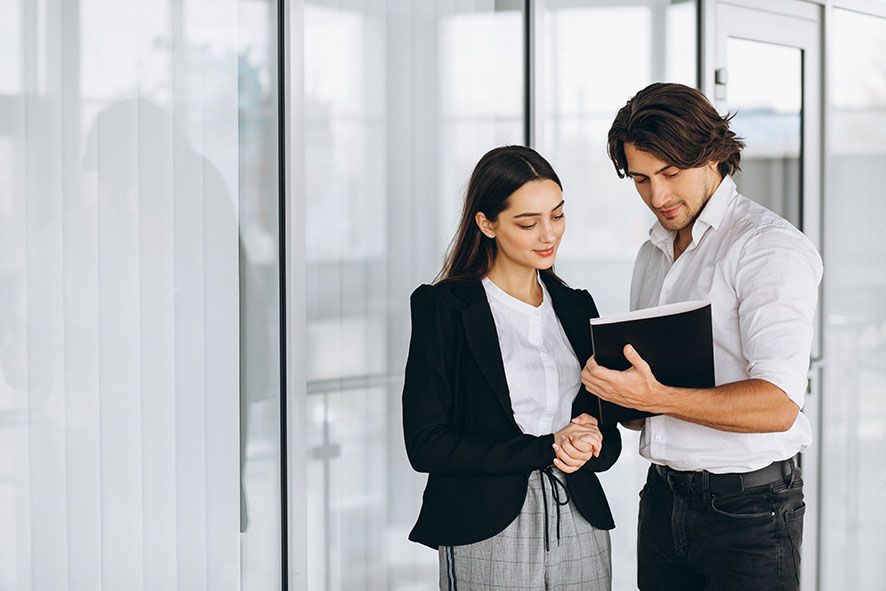 Man showing lady some notes